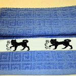 полотенце с чёрной собакой