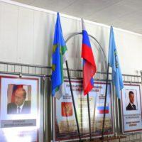 Флаги в напольной подставке