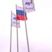 флаги у автозаправки