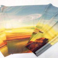 печать на шарфе дизайнера